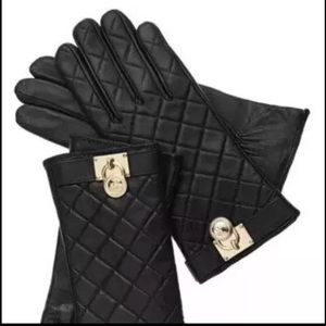 Micheal Kors Quilted Leather Gloves NWT $98
